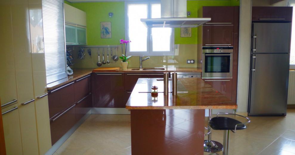 VILLES-SUR-AUZON ( 84170), à 10 kms de BEDOIN - Villa T5 + Appartement T2